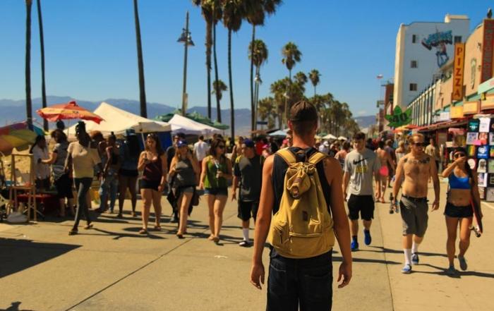 El turismo impulsa el comercio minorista